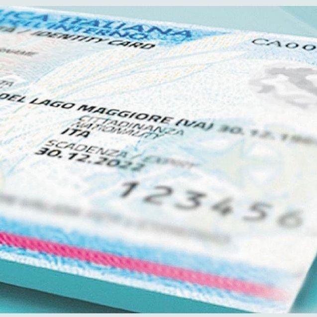 Carte di identità, la validità è prolungata fino al 30 settembre 2021. Con il protrarsi dell'emergenza sanitaria il Governo ha stabilito l'ulteriore proroga della validità di patenti, carte di identità e di tutti i documenti validi ai fini dell'identificazione personale scaduti dopo il 31 gennaio 2020.   La proroga al 30 settembre 2021 dei documenti non vale però per l'espatrio, in questo caso la validità resta limitata alla data di scadenza  indicata nel documento.